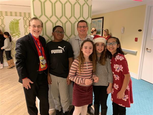 HDF Students Spread Holiday Cheer